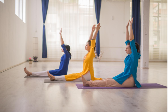 10 beneficii ale practicii de yoga