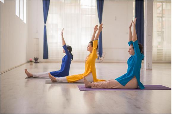 10 beneficii ale practicii de yoga